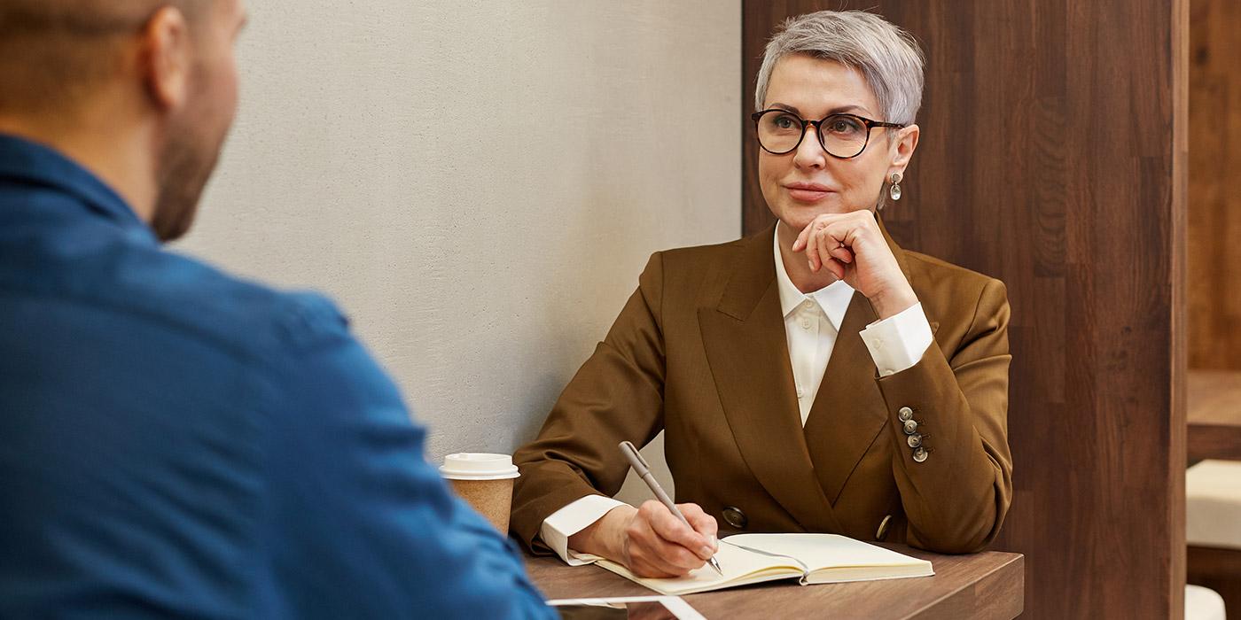 ¿Cómo se calcula la edad actuarial en un seguro de vida?
